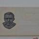 Bella Isván emléktábla, 2016, Sárkeresztúr,Bella I. szülőház, mészkő és bronz.533x500